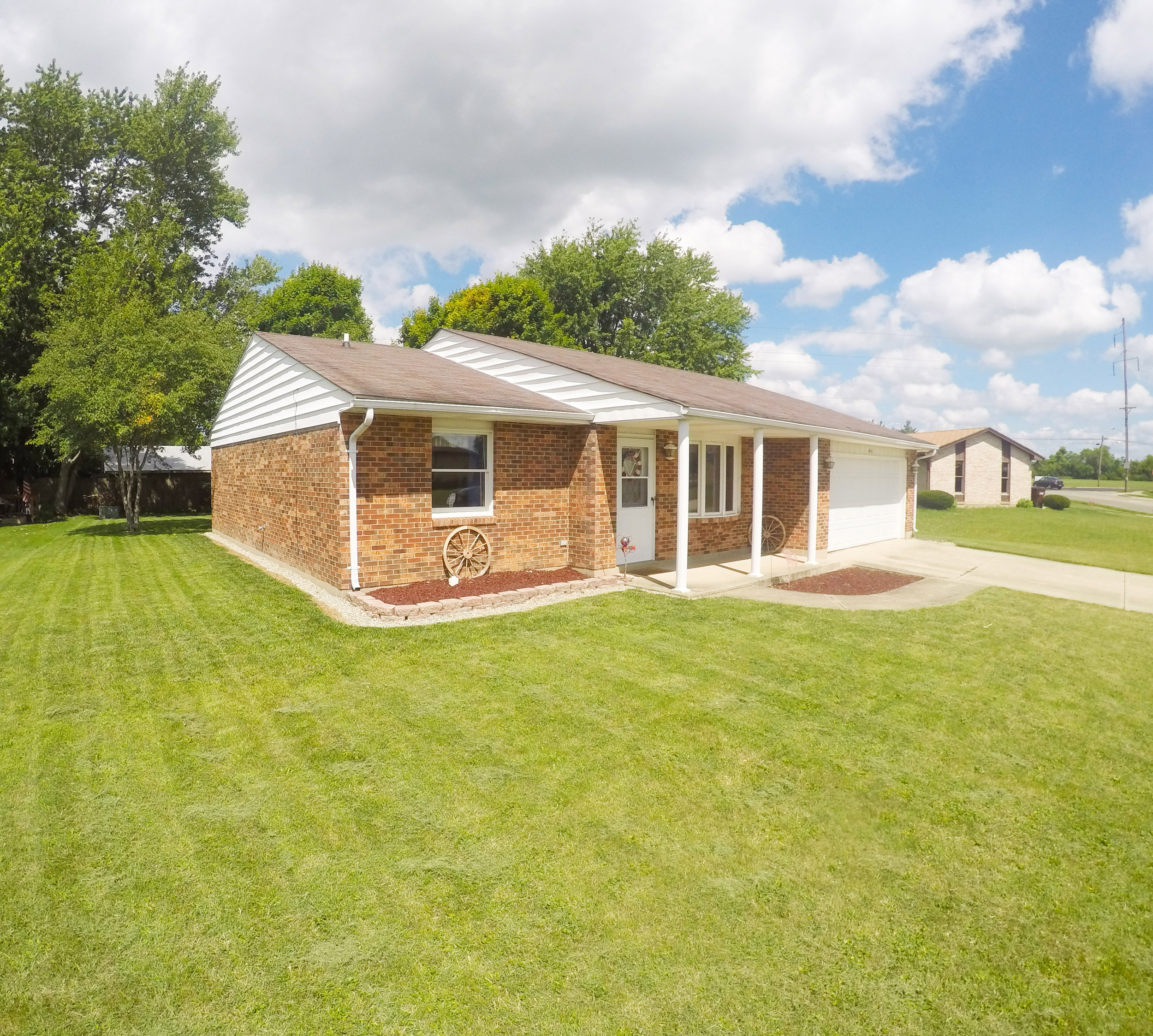 Lovely brick ranch in eaton ohio 3 bedrooms 2 baths for Ranch home builders ohio